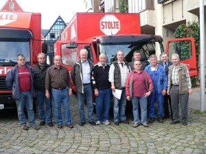 Aktiv des Vereins Kinder in Not, Lippe e.V. unter Leitung von 1. Vorsitzenden Jürgen Wattenberg mit Landrat Friedel Heuwinkel und Bürgermeister Dr. Reiner Austermann.